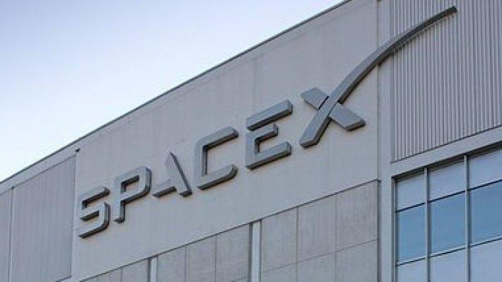 SpaceX осуществила запуск ракеты Falcon 9 со спутником и лунным аппаратом