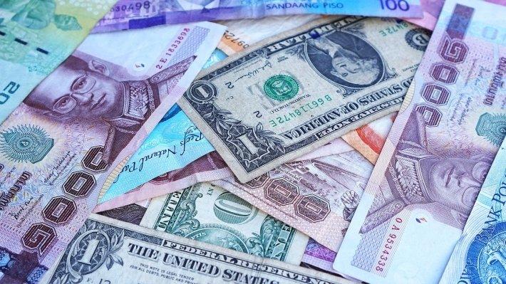 Банк России установил официальные курсы доллара и евро на 23-25 февраля