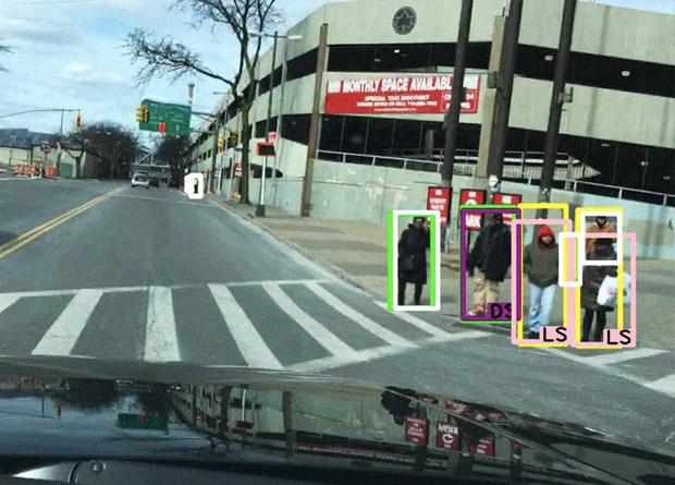Cистема, позволяющаяавтономным транспортным средствам распознавать дорожные знаки, пешеходов и другие объекты / © Benjamin Wilson