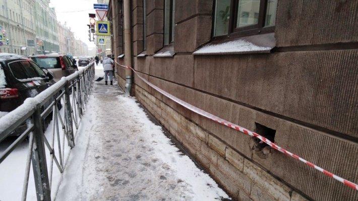 Дорожные службы вывезли с улиц Петербурга за сутки 45 тысяч кубометров снега