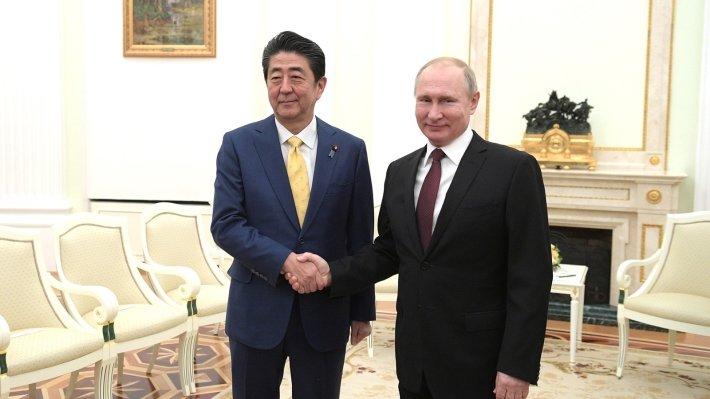 Премьер-министр Японии Синдзо Абэ и президент РФ Владимир Путин провели большое число встреч