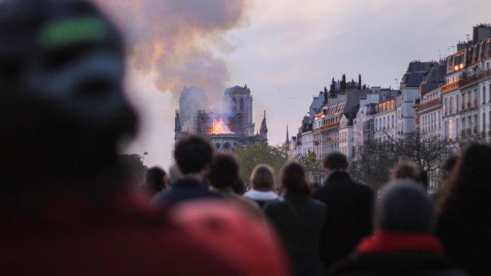 Для французов пожар в Нотр-Даме стал общенациональной трагедией
