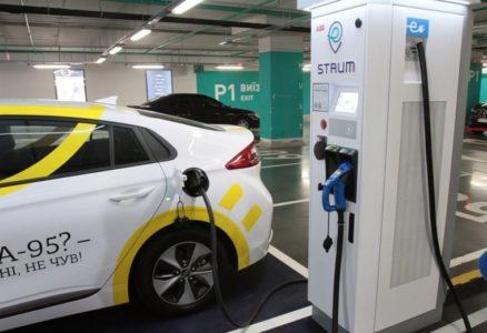 До конца года «ДТЭК» построит еще 13 станций быстрой зарядки электромобилей STRUM, соединив Киев с Одессой, Днепром и Львовом