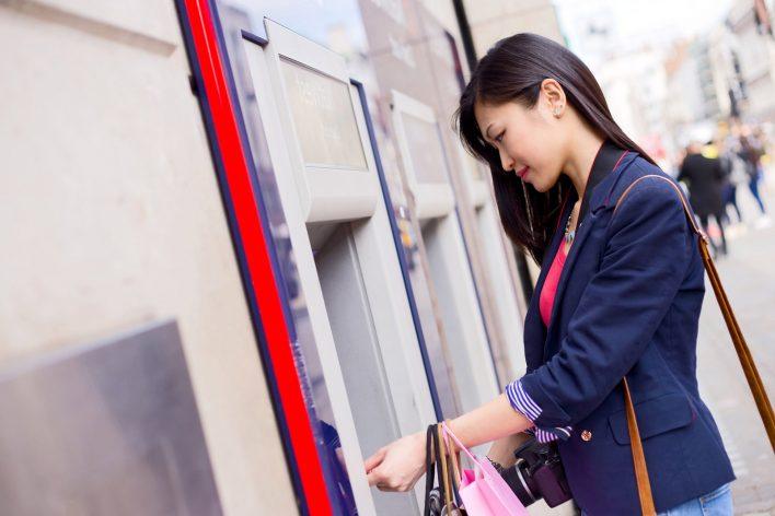 Сбербанк запустил выдачу наличных через SMS