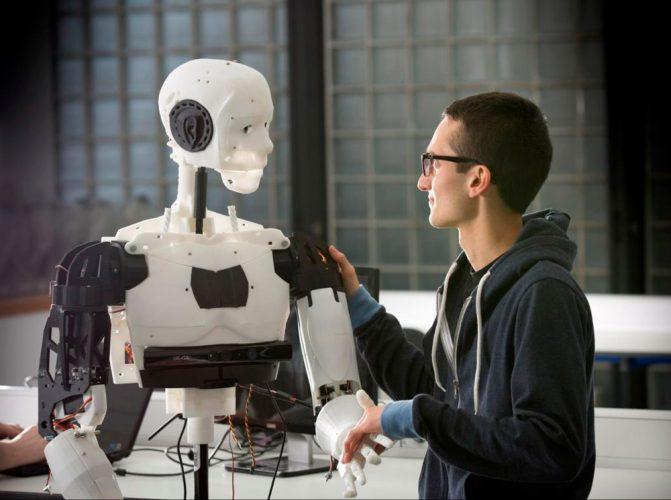 Обслуживанием туристов, приезжающих в Китай, займутся роботы