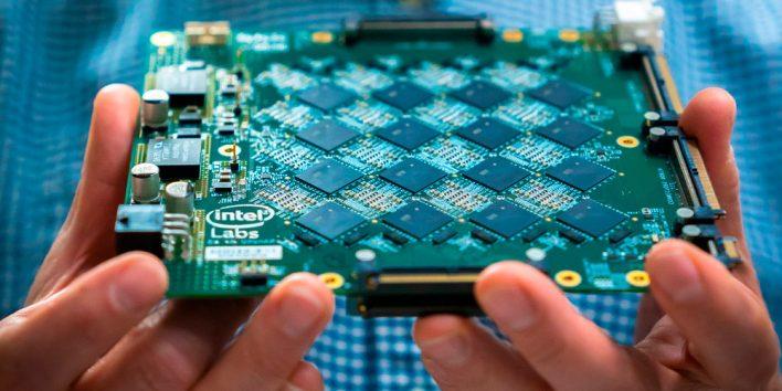Intel начинает выпускать высокопроизводительные и экономичные ИИ-чипы